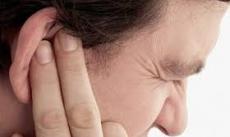 Bị bệnh do… lấy ráy tai